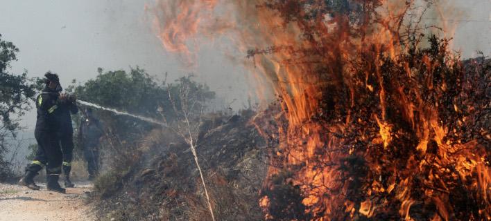 Μαίνεται η φωτιά στην ανατολική Αττική -Προσπάθεια να μην ξεφύγει προς Μαλακάσα-Πολυδένδρι