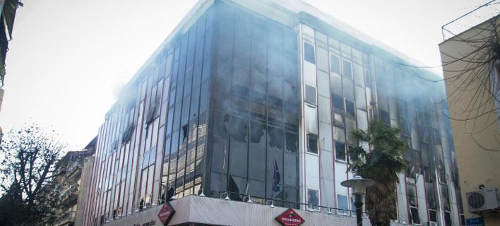 Μεγάλη φωτιά σε εφορία στη Λάρισα (Φωτογραφία: EUROKINISSI/ΜΙΧΑΛΗΣ ΜΠΑΤΖΙΟΛΑΣ)