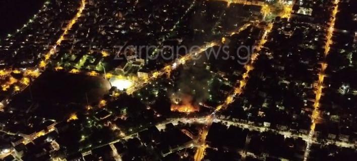Εικόνες από πεδίο μάχης στα Χανιά -Drone καταγράφει τη φωτιά στο κτίριο του Πολεμικού Μουσείου [βίντεο]