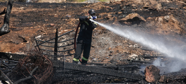 Τα μεσάνυχτα της Παρασκευής ξέσπασε η φωτιά στην Ιεράπετρα (Φωτογραφία αρχείου: EUROKINISSI/ΣΤΕΛΙΟΣ ΜΙΣΙΝΑΣ)