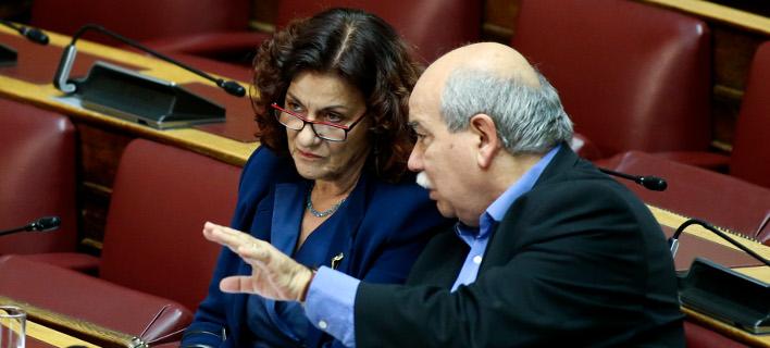 Βουλευτές ΣΥΡΙΖΑ: Πάρτε πίσω τις μειώσεις επιδομάτων πολυτέκνων -Τον Τσίπρα «έδειξε» η Φωτίου