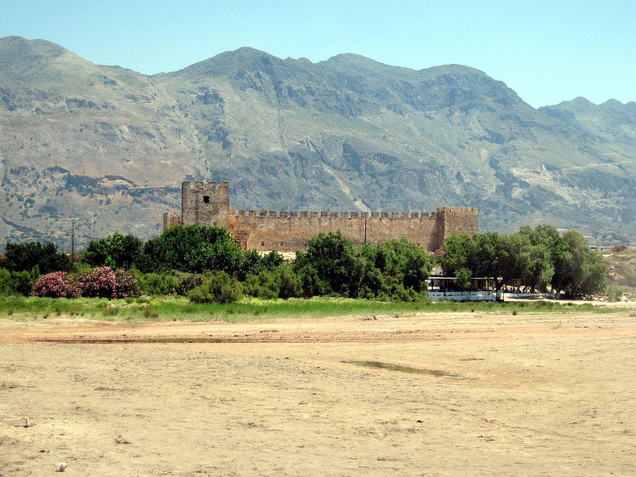 Το θρυλικό Φραγκοκάστελλο με τα λίθινα τείχη και τους πύργους