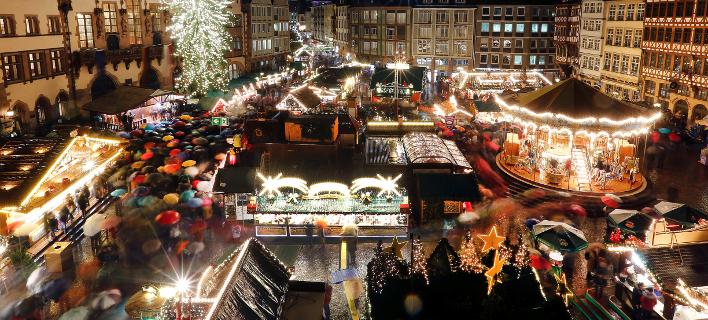Φωτογραφία: AP/ Εκκενώθηκε η χριστουγεννιάτικη αγορά στην Φρανκφούρτη- Λόγω ύποπτου πακέτου