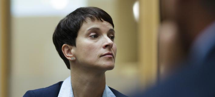 Η Φράουκε Πέτρι εγκαταλείπει την ηγεσία του ακροδεξιού AfD