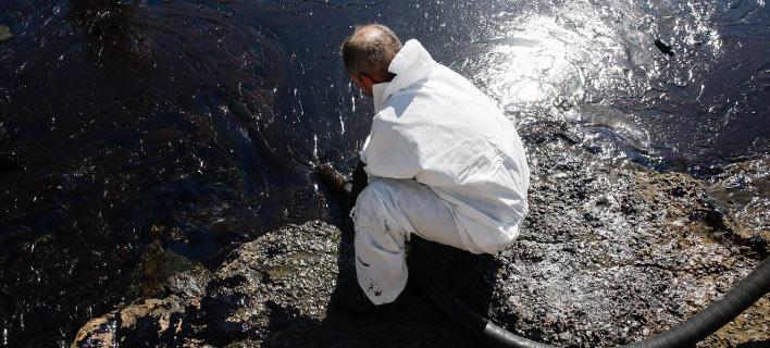 Μαύρισαν από την πετρελαιοκηλίδα οι ακτές της Πειραϊκής/Φωτογραφίες: Intimenews/ΚΩΤΣΙΑΡΗΣ ΓΙΑΝΝΗΣ