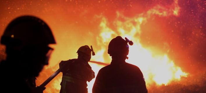 Ανεξέλεγκτες οι φωτιές στη Ν. Γαλλία -10.000 άνθρωποι εγκατέλειψαν τα σπίτια τους [εικόνες & βίντεο]