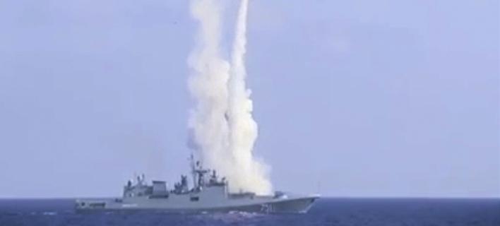 Πύραυλος εκτοξεύεται από ρωσική φρεγάτα στη Μεσόγειο (Φωτογραφία αρχείου: AP)