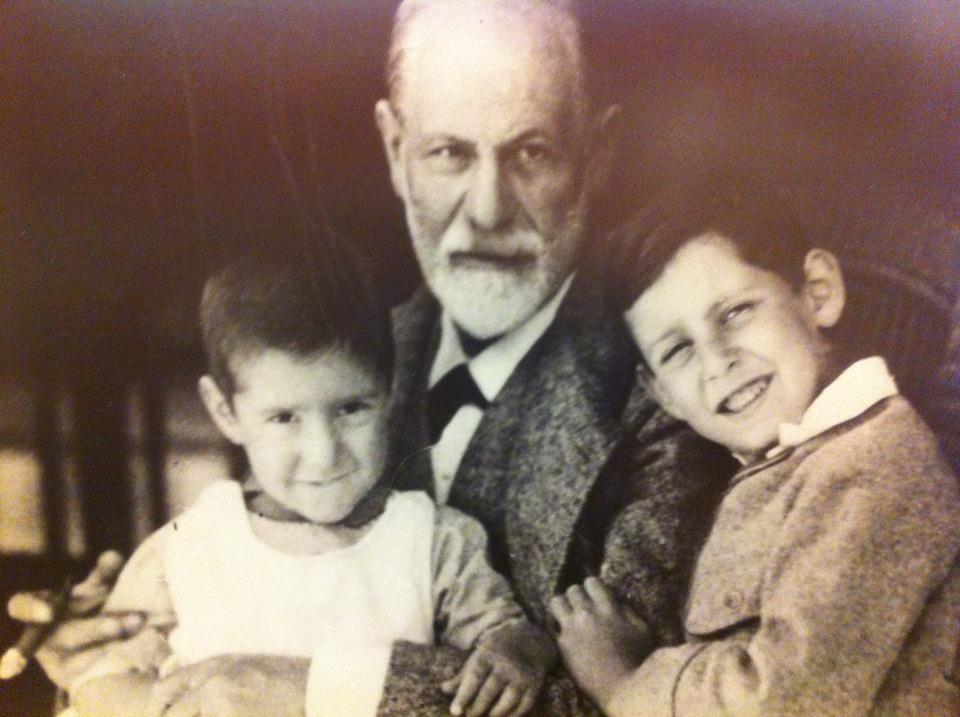 Οικογενειακή φωτογραφία με τον παππού του