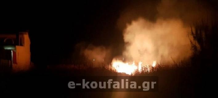 Θεσσαλονίκη: Φωτιά σε οικόπεδο από ρίψη κροτίδων