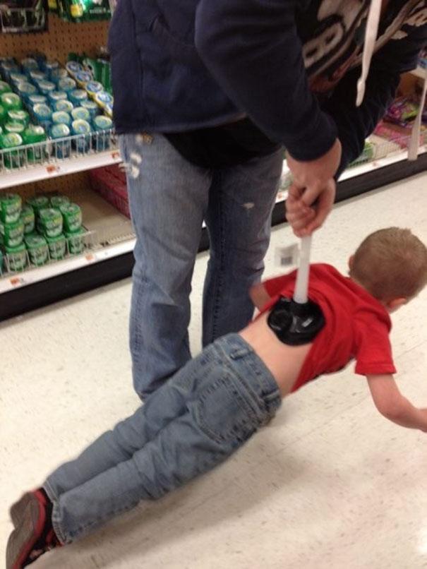 Οι λόγοι που δεν αφήνουμε τα παιδιά με τους μπαμπάδες!