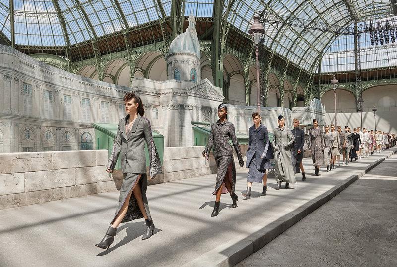 Μια συλλογή φόρος τιμής στο λογοτεχνικό Παρίσι Chanel Photo/Olivier Saillant