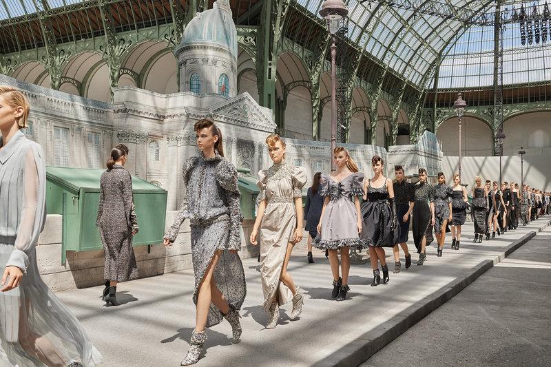Στιγμιότυπο από το φινάλε Chanel Photo/Olivier Saillant