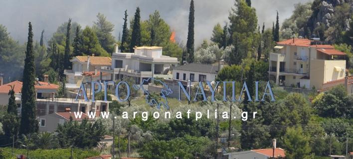 Δύο πυρκαγιές στο Ναύπλιο – Απειλούνται και κατοικίες [εικόνες]