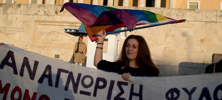 Δημοσκόπηση MRB: Το 71,7% διαφωνεί με την αλλαγή φύλου στα 15