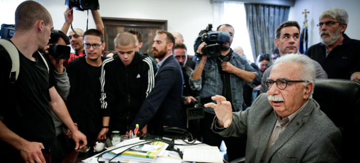 Στιγμιότυπο από την εισβολή μαθητών στο γραφείο του Κώστα Γαβρόγλου / Φωτογραφία: Eurokinissi
