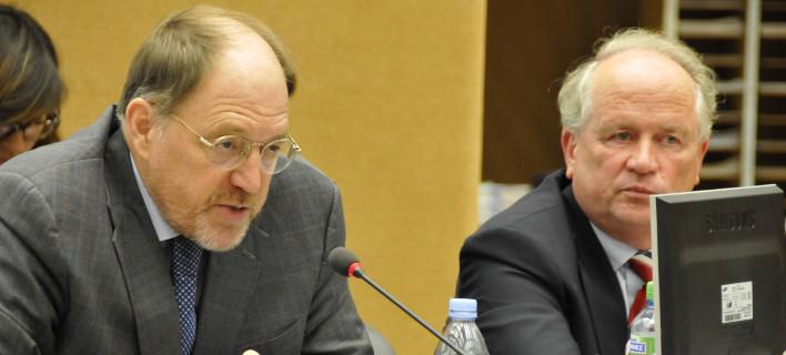 Γκαλμπρέιθ: Κανείς δεν έχει δουλέψει όσο ο Βαρουφάκης -Kάποιοι θέλουν να παραδοθεί η Ελλάδα