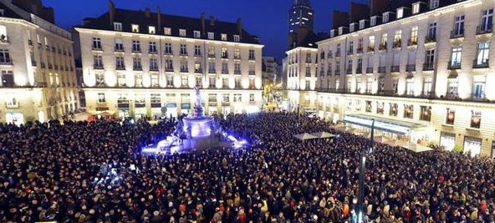 Στο πόδι η Γαλλία: Χιλιάδες στους δρόμους - Ολονύκτιες εκδηλώσεις συμπαράστασης μετά τις δολοφονίες στο Charlie Hebdo [εικόνες]