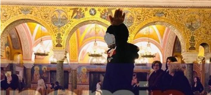 Ανδρας σε εκκλησία/ Φωτογραφία: gnomip