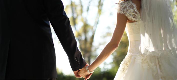Ενας διαφορετικός γάμος στο Ηράκλειο: Με 17 κουμπάρους και προσφορά σε όσους έχουν ανάγκη