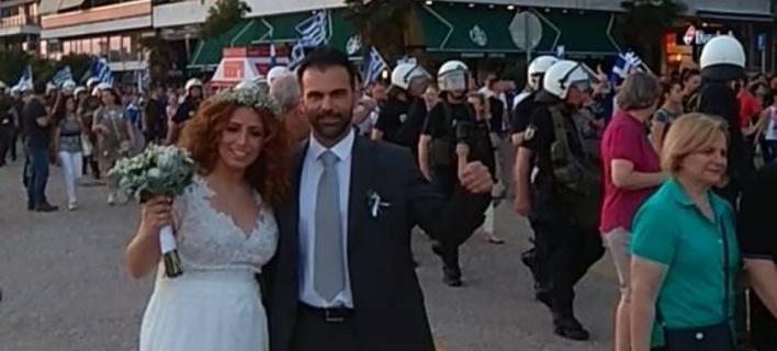 Θεσσαλονίκη: Ζευγάρι με νυφικό και γαμπριάτικο στο συλλαλητήριο για το σκοπιανό [εικόνα]