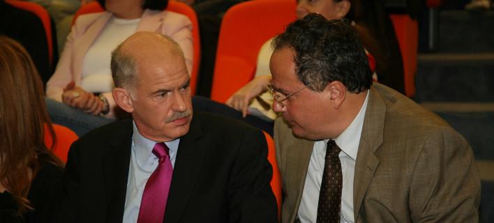 Ο Γ. Παπανδρέου το 2008 σε εκδήλωση με τον τότε πρόεδρο του ΙΣΤΑΜΕ Νίκο Κοτζιά -Φωτογραφία: EUROKINISSI-ΧΡΗΣΤΟΣ ΜΠΟΝΗΣ