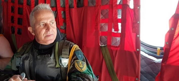 Ο αρχηγός ΓΕΕΘΑ ξανά σε δράση -Επεσε από Σινούκ, βούτηξε με βατραχανθρώπους [εικόνες]