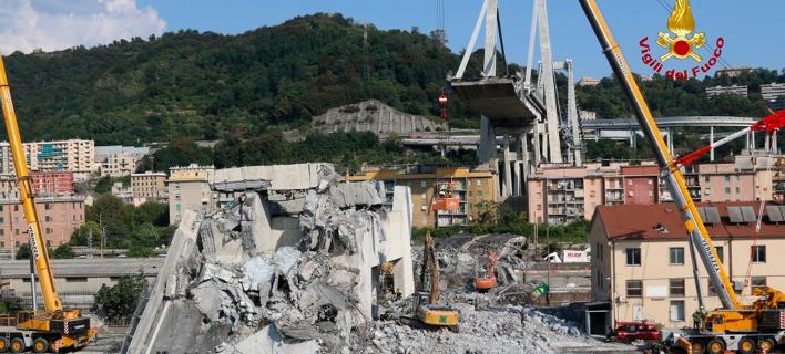 Γέφυρα στη Γένοβα (Φωτογραφία: Vigili del Fuoco via AP)