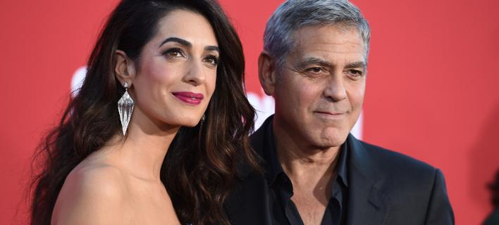 Ο Τζορτζ Κλούνεϊ με τη σύζυγό του, Αμάλ. Φωτογραφία: AP