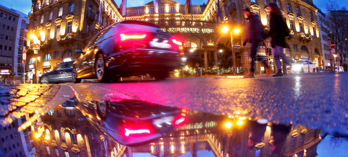 Γερμανία: Περισσότερα αυτοκίνητα από κάθε άλλη χρονιά της δεκαετίας πωλήθηκαν το 2017 (Φωτογραφία: AP Photo/Michael Probst)