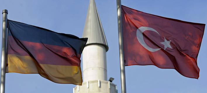 Οι αναταράξεις στην τουρκική οικονομία στρέφουν την Αγκυρα σε Γερμανία και ΕΕ