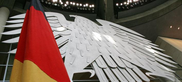 Die Zeit: Γιατί το γερμανικό Σύνταγμα δεν προβλέπει τίποτα για τις πρόωρες εκλογές