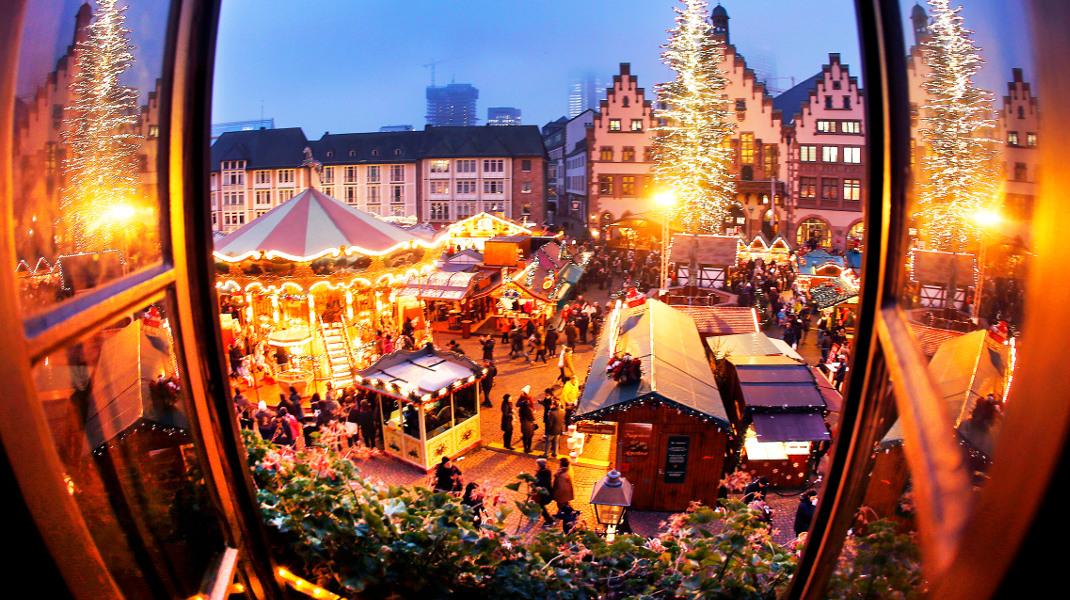 Χριστουγεννιάτικη αγορά στη Φρανκφούρτη -Φωτογραφία AP Photo/Michael Probs