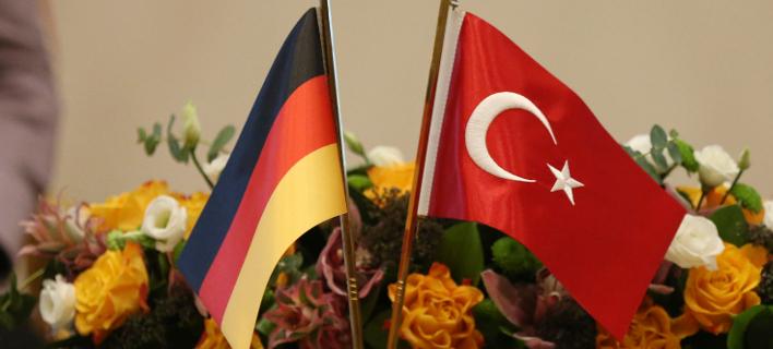 Γερμανία: Ο Τούρκος πρέσβης κλήθηκε να δώσει εξηγήσεις για την κράτηση Γερμανού ακτιβιστή