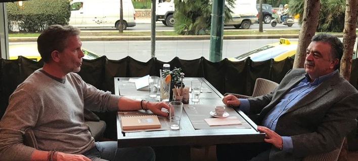 Ο Παύλος Γερουλάνος, με τον Πρύτανη του Οικονομικού Πανεπιστημίου Αθηνών Εμμανουήλ Γιακουμάκη