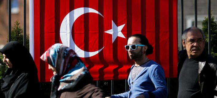 Οι Τούρκοι της Γερμανίας δεν ακούν τον Ερντογάν: Θα ψηφίσουν Σουλτς και Μέρκελ
