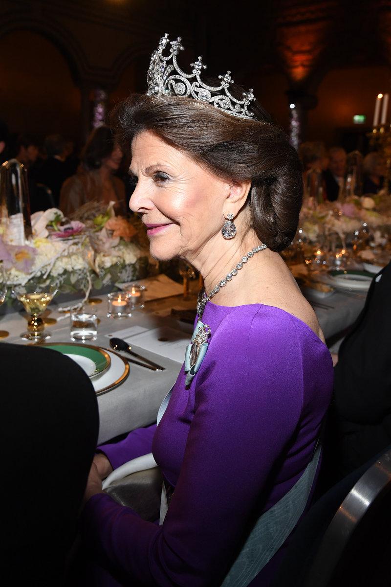Η λαμπερή απονομή των Νόμπελ στη Στοκχόλμη!Βασίλισσες,πριγκίπισσες και γκλαμ παρουσίες!