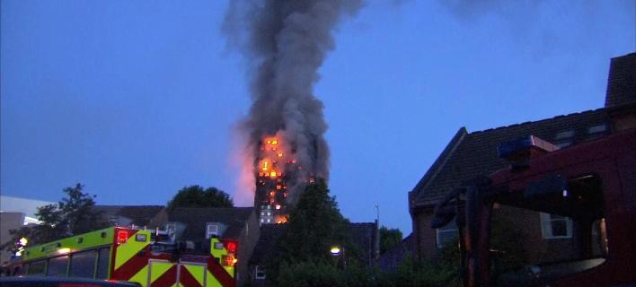Συγκλονιστικές μαρτυρίες για τη φωτιά στο Λονδίνο: «Κραυγές, απόγνωση, πηδούν φλεγόμενοι από τα παράθυρα»