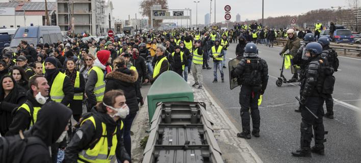 Με αυστηρότερες κυρώσεις απαντά η κυβέρνηση στα «Κίτρινα Γιλέκα»/Φωτογραφία: AP- Laurent Cipriani