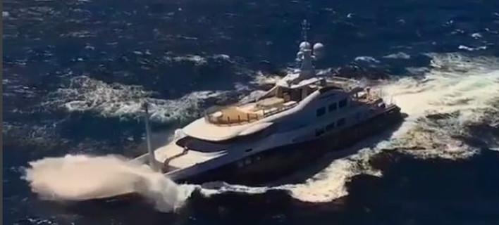 Κύματα θηρία εναντίον πολυτέλειας -Γιοτ 55 μέτρων στον αγριεμένο Ατλαντικό [βίντεο]