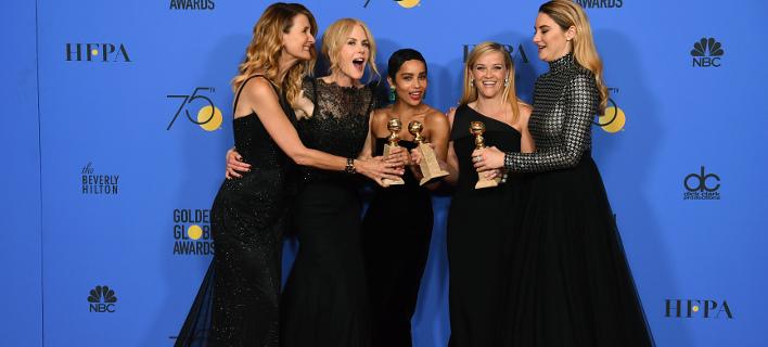Με μαύρα φορέματα εμφανίστηκαν οι ηθοποιοί στις Χρυσές Σφαίρες. Φωτογραφία: AP