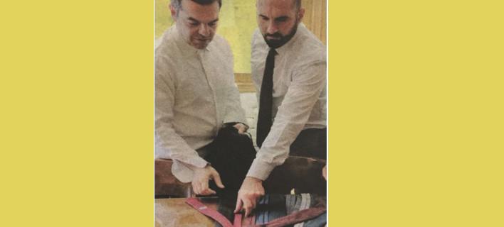 Λύθηκε το μυστήριο- Η γραβάτα του Τσίπρα ήταν του Τζανακόπουλου!
