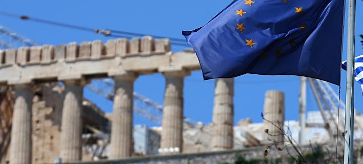 Bloomberg: Το δράμα της ελληνικής οικονομίας περιμένει ακόμη την τελευταία του πράξη