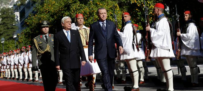 Ερντογάν και Παυλόπουλος έξω από το Προεδρικό Μέγαρο / Φωτογραφία: ΑΡ
