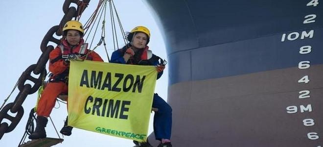 Οι «πράσινοι ακτιβιστές» κάνουν κατάληψη σε πλοίο τη Βραζιλία [Εικόνες]