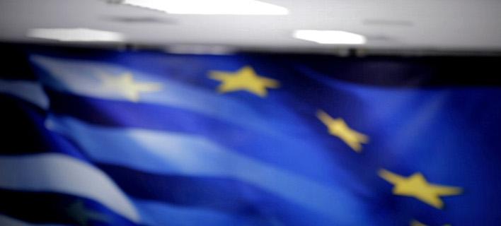 FAZ: Διευκολύνσεις για το χρέος μετά τη δέσμευση για μειώσεις συντάξεων