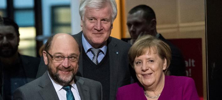 Μάρτιν Σουλτς, Χορστ Ζεεχόφερ και Άνγκελα Μέρκελ (Φωτογραφία: ΑΡ)