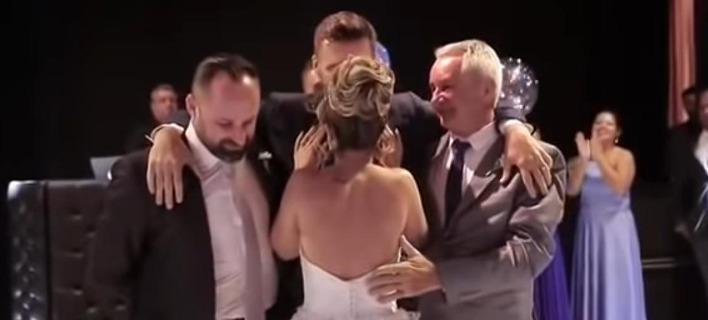 Ο πρώτος χορός του γαμπρού και της νύφης. Φωτογραφία: YouTube