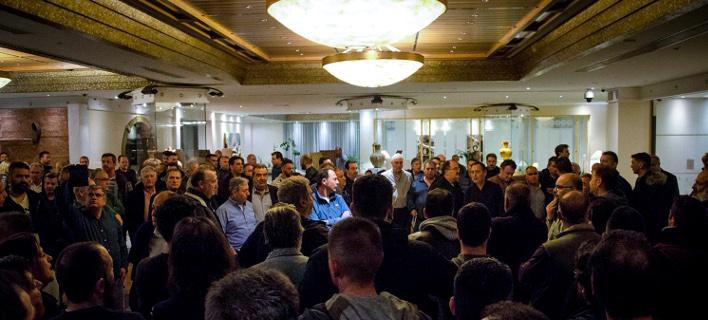 Ρόδος: Δεν ξεκινάει το συνέδριο της ΓΣΕΕ -Υπό κατάληψη το ξενοδοχείο [εικόνες]   Πηγή: Ρόδος: Δεν ξεκινάει το συνέδριο της ΓΣΕΕ -Υπό κατάληψη το ξενοδοχείο [εικόνες] | iefimerida.gr