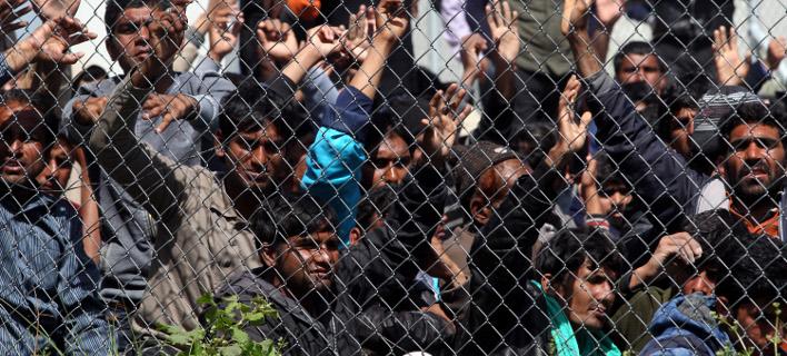 Guardian: Πεδίο δράσης της μαφίας τα κέντρα προσφύγων στην Ελλάδα