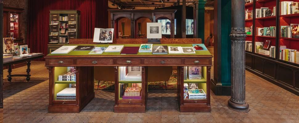 89edbb1695 Το βιβλιοπωλείο ήδη αποτελεί ένα πολυσυζητημένο αξιοθέατο για όσους  επισκεφτούν τη Νέα Υόρκη